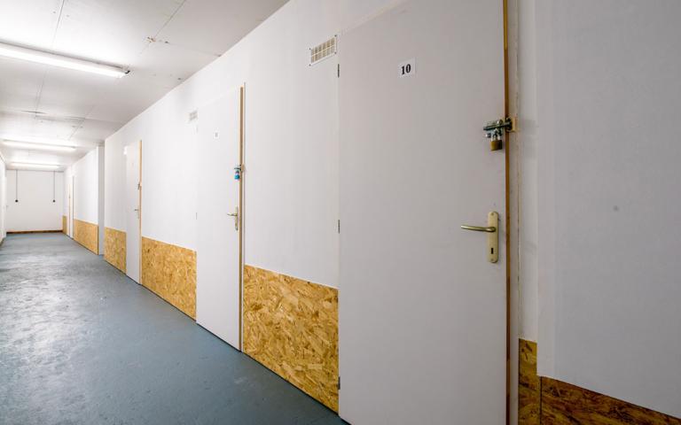 Espace de stockage contenant plusieurs gardes meubles sécurisés